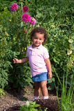 Giovane ragazza etnica in giardino Immagine Stock Libera da Diritti