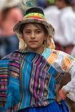 Giovane ragazza indigena in vestiti luminosi Immagini Stock Libere da Diritti
