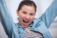 Giovane ragazza molto felice dell'adolescente Immagini Stock