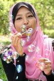 Giovane ragazza musulmana graziosa Fotografie Stock Libere da Diritti