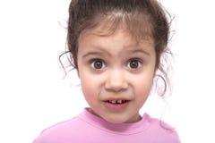Giovane ragazza sorpresa sopra i precedenti bianchi Fotografia Stock