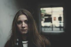 Giovane ragazza spaventata Fotografie Stock