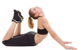 Giovane ragazza sportiva che fa allungando esercizio isolato Immagine Stock