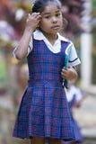 Giovane ragazza sveglia dello studente con un libro e una matita Immagini Stock Libere da Diritti