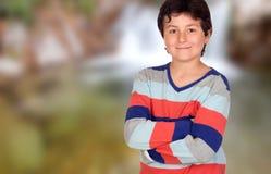 Giovane ragazzo casuale con le armi attraversate Immagini Stock Libere da Diritti