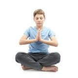 Giovane ragazzo che fa yoga Immagine Stock
