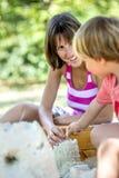 Giovane ragazzo che gioca con sua madre Fotografia Stock Libera da Diritti