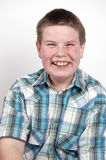 Giovane ragazzo che ride alto fuori Immagine Stock Libera da Diritti