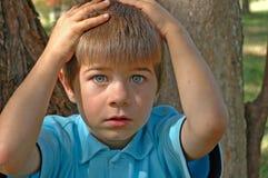 Giovane ragazzo con i grandi occhi Fotografia Stock
