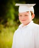 Giovane ragazzo con la protezione e l'abito Fotografia Stock