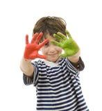 Giovane ragazzo con le mani verniciate Fotografia Stock