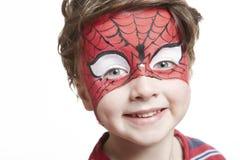 Giovane ragazzo con lo Spiderman della pittura del fronte Fotografie Stock Libere da Diritti