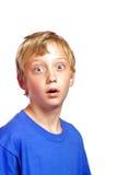 Giovane ragazzo con un fronte scosso Fotografie Stock