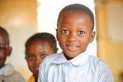 giovane ragazzo di banco sorridente Fotografia Stock Libera da Diritti