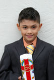 Giovane ragazzo e la candela fotografia stock libera da diritti