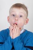 Giovane ragazzo emozionante Fotografia Stock
