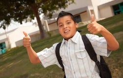Giovane ragazzo ispanico felice pronto per il banco Fotografie Stock Libere da Diritti