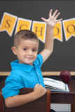 Giovane ragazzo nell'aula Fotografia Stock