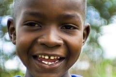 Giovane ragazzo sorridente africano Fotografie Stock