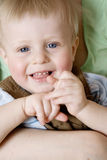 Giovane ragazzo sorridente biondo sveglio immagini stock