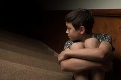 Giovane ragazzo triste immagine stock libera da diritti
