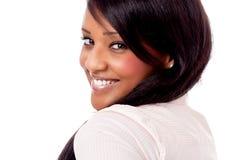 Giovane ritratto africano sorridente della donna isolato fotografia stock