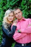 Giovane ritratto attraente felice delle coppie, sorridente nel envir all'aperto Fotografia Stock