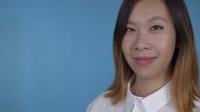 Giovane ritratto coreano della donna di affari archivi video