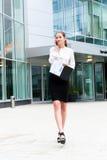 Giovane ritratto della donna di affari Fotografie Stock Libere da Diritti