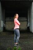 Giovane ritratto della donna di forma fisica Immagini Stock Libere da Diritti