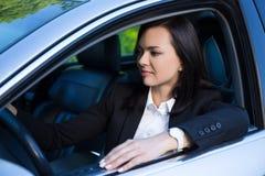 Giovane riuscita donna di affari che conduce la sua automobile Immagine Stock Libera da Diritti