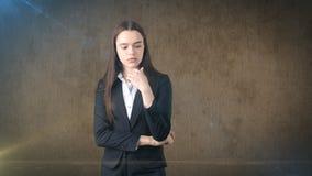 Giovane riuscito bello ritratto della donna di affari in vestito Fotografia Stock