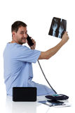 Giovane riuscito medico caucasico dell'uomo, raggi X Fotografia Stock