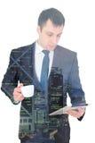 Giovane riuscito uomo d'affari in un vestito, isolato su bianco immagine stock