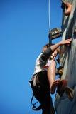 Giovane scalata di roccia del ragazzo Fotografia Stock