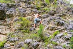 Giovane scalatore del ragazzo fotografia stock libera da diritti
