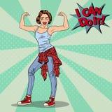 Giovane schiocco grazioso Art Woman Winks e muscoli di mostra Fotografia Stock Libera da Diritti