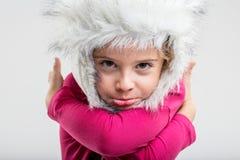 Giovane scolara che indossa cappuccio lanuginoso che fa fronte Fotografia Stock