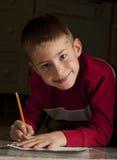 Giovane scrittura del ragazzo Fotografia Stock Libera da Diritti