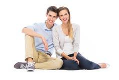 Giovane seduta delle coppie Fotografia Stock