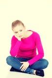 Giovane seduta triste della donna Fotografia Stock Libera da Diritti