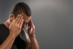 Giovane sensibilità africana bella del giocatore di pallacanestro Fotografie Stock Libere da Diritti