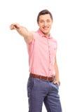 Giovane sicuro che indica in avanti con la sua mano Fotografie Stock