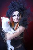 Giovane signora con il gatto. Fotografia Stock