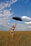 Giovane signora con un ombrello Fotografia Stock Libera da Diritti