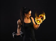 Giovane signora piacevole sport di aspetto con capelli scuri Fotografie Stock Libere da Diritti