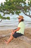 Giovane signora in una spiaggia 2 della Repubblica dominicana fotografia stock libera da diritti