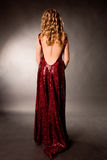 Giovane slittamento di una ragazza un blonde in un vestito da sera Fotografia Stock Libera da Diritti