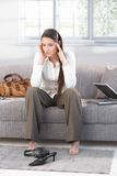 Giovane sofferenza femminile dall'emicrania Fotografia Stock