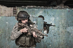 Giovane soldato sulla pattuglia Immagine Stock Libera da Diritti